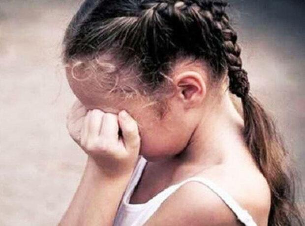 Bakıda kişi və arvadı ögey bacısının uşaqlarını qızdırılmış bıçaqla yandırıb, saçını və qaşını kəsib – RƏSMİ