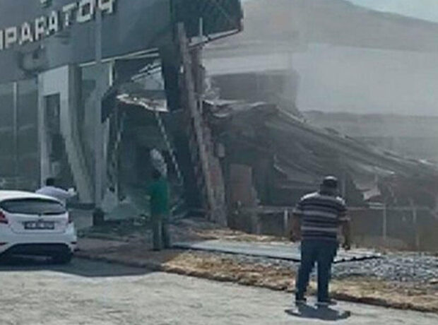 İstanbulda bina çökdü