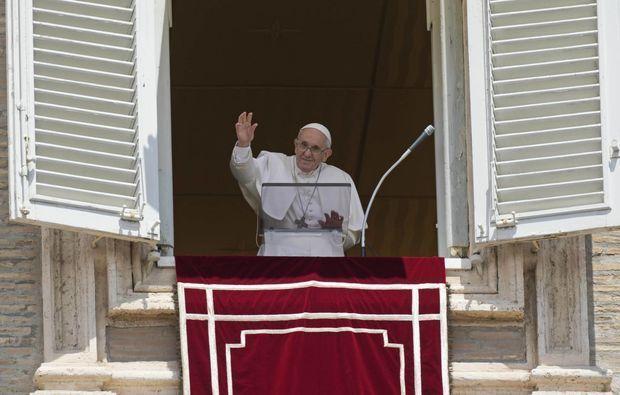 Ağır əməliyyat keçirən Papa Fransisk vəzifəsindən getməyə hazırlaşır