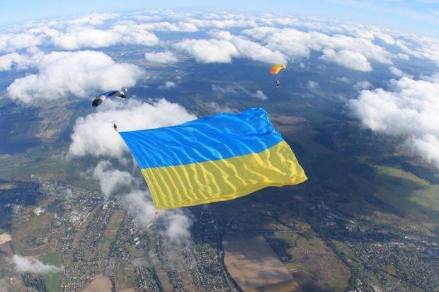 Ukrayna səmasında bayraq rekordu – FOTO