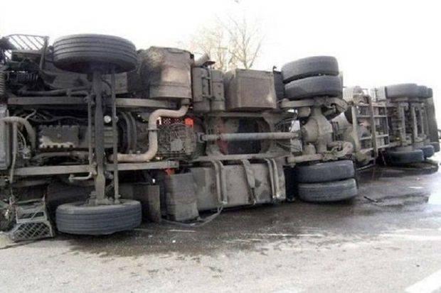 Cəlilabadda yük maşını aşdı – Sürücü öldü