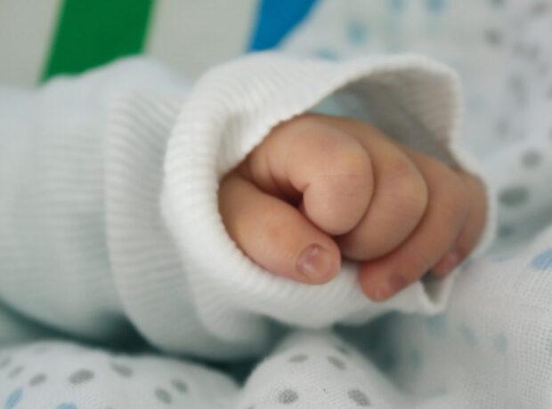 Bakıda ata 6 aylıq qızını boğub öldürdü: Oğlan istəyirmiş