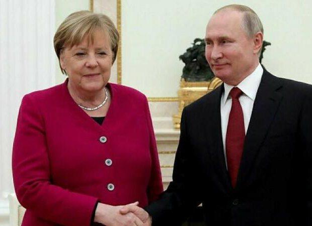 Putinlə Merkel Kremldə görüşür