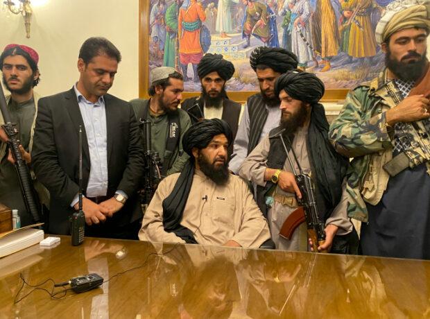 """Taliban"" prezident sarayına belə daxil oldu – VİDEO"