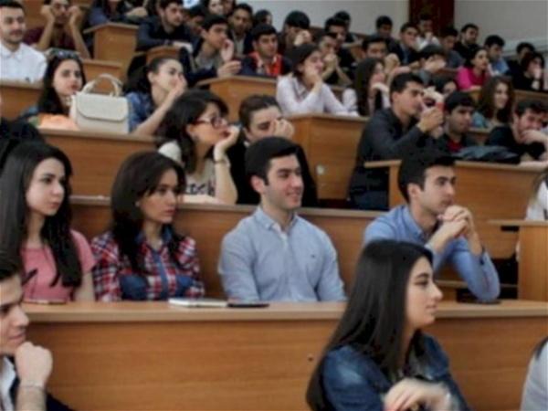 """Gənclər Azərbaycan universitetlərini boykot edirlər – """"Burada heç nə öyrənə bilmirlər"""""""