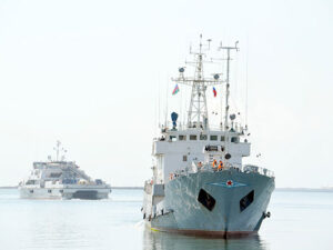 Rusiya hərbi gəmiləri Bakıda – Fotolar