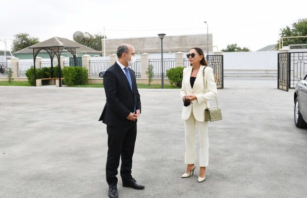 Mehriban Əliyeva Binədə yeni inşa edilən məktəbdə – FOTOLAR