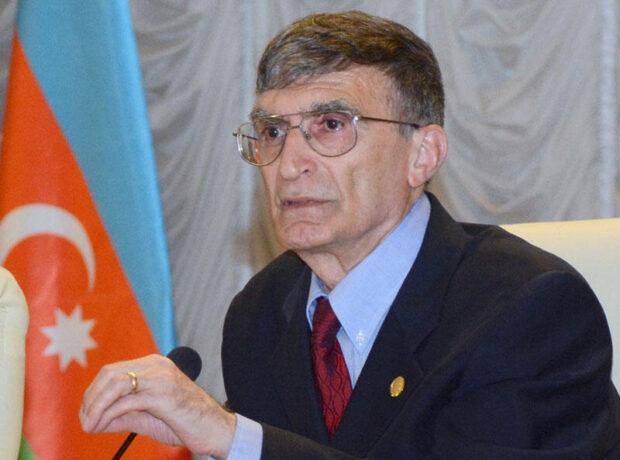 Prezident İlham Əliyev Əziz Səncəri təltif edib
