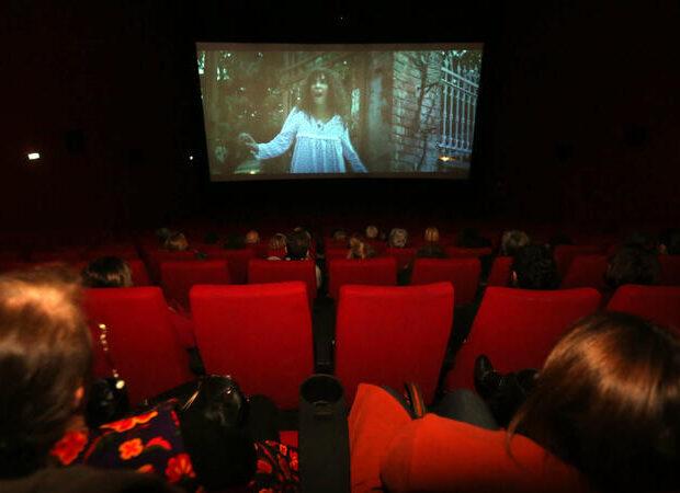 Kinoteatrlarla bağlı YENİ QAYDALAR: yalnız onlar bir yerdə oturacaqlar