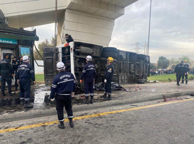 Bakıda yük maşını avtobusa çırpıldı: Beş ölü, çox sayda yaralı var – FOTO + YENİLƏNİB