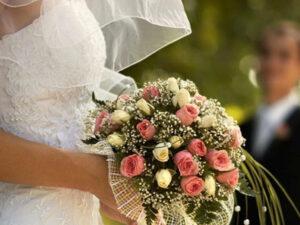 700 bal toplayan gənclər evləndi (FOTO)