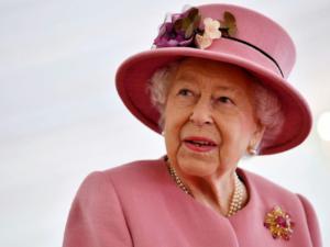 Kraliça II Elizabet xəstəxanaya yerləşdirildi